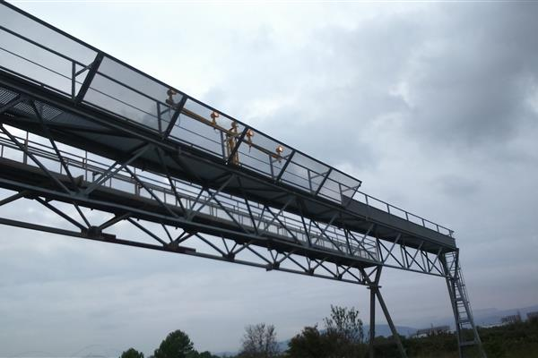 MODIFICATION OF THE STRUCTURE OF A BRIDGE FOR LIGHTING SIGNALS AT  REUS AIRPORT