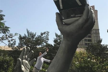 SCULPTURE OF A HAND HOLDING A MORRIS MINOR IN MUMBAI (INDIA)