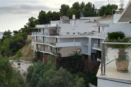 REFORM OF A SEMIDETACHED HOUSE IN ALTEA