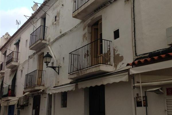 REFORM OF A TERRACED BUILDING IN THE HISTORIC QUARTER OF IBIZA TOWN, IBIZA